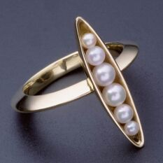 18K yellow gold and pearl ring based on the idea of peas in a pod, made by the architect